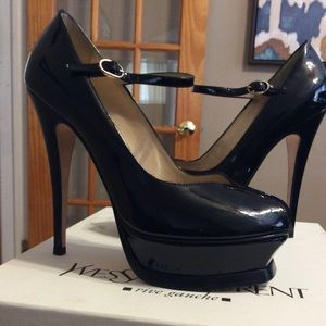 Vintage Saint Laurent tribute 105 pump.